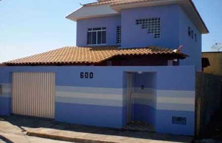 20-fotos-e-ideas-colores-fachadas-casas-exteriores-fachada-de-color-azul-con-rayas