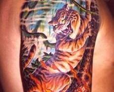 Tatuaje de tigre y fuego