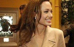 Angelina Jolie y Brad Pitt en el pre estreno de Beowulf