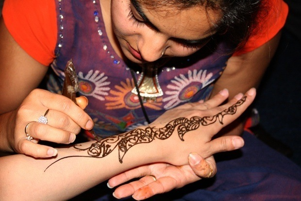 20081006215845_henna_painting