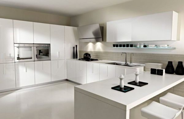cocinas blancas modernas toque de color