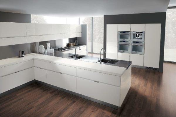 De 30 fotos de decoraci n de cocinas blancas modernas for Cocinas blancas y grises