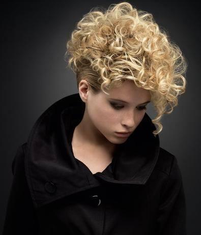 Los mejores peinados para pelo rizado - Peinados cortos y rizados ...