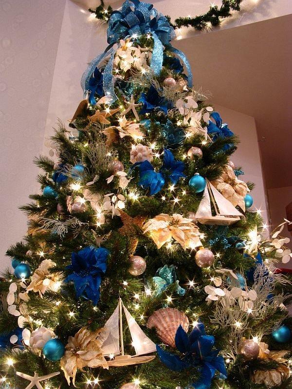 arboles-de-navidad-dorados-con-adornos