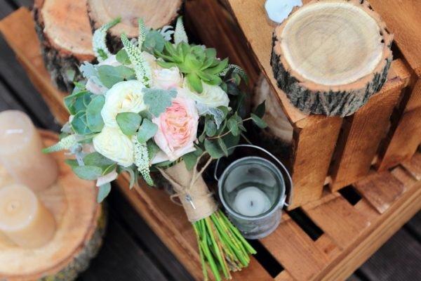 Como celebrar una boda ecologica troncos de madera