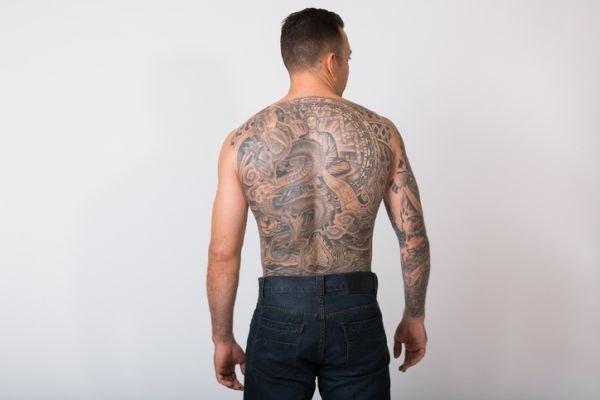 tatuajes-en-la-columna-vertebral-chicos2
