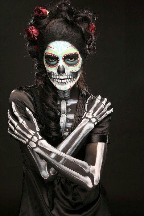 maquillaje-halloween-esqueleto-con-disfraz