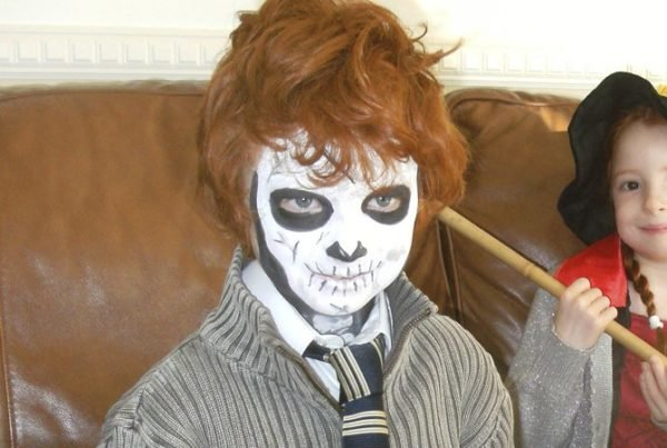 maquillaje-halloween-esqueleto-para-ninos-pelirojo