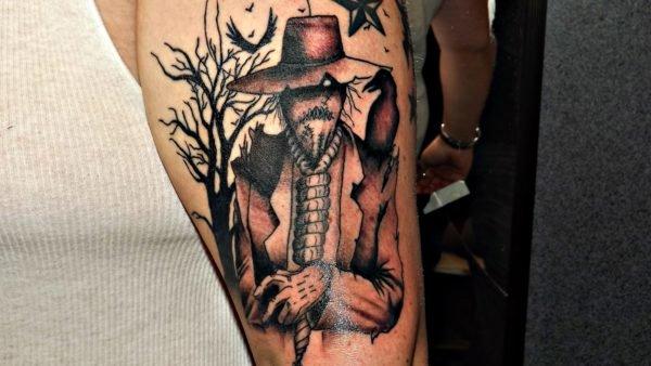 tatuajes-de-halloween-espantapajaros-negro-y-color