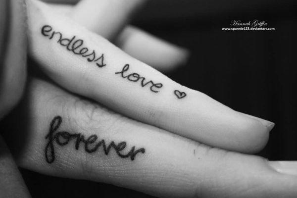 san-valentin-tatuajes-de-amor-frases-dedos