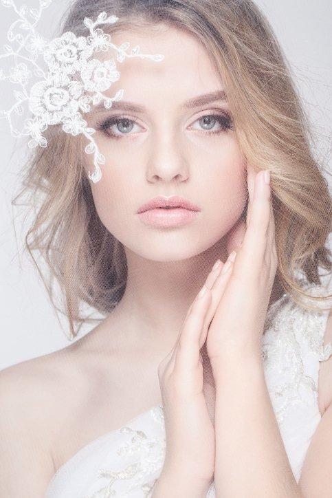 Maquillaje de boda de dia para novias ahumado sutil