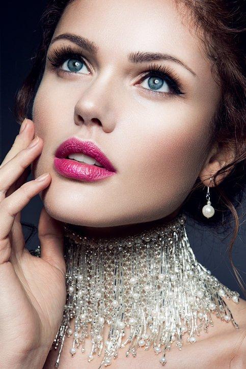 Maquillaje de boda de dia para novias colores rojizos