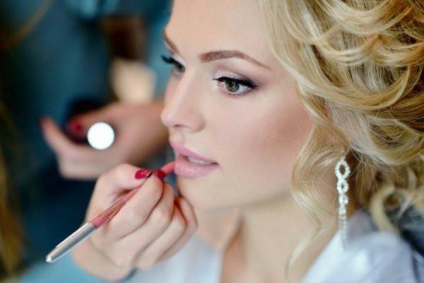 Maquillaje de boda de dia para novias con delineado natural