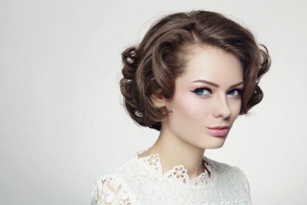 Maquillaje de boda de dia para novias estilo retro