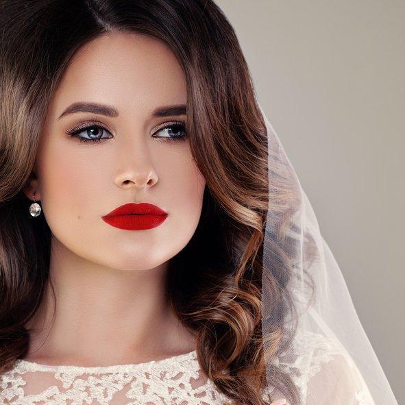 Maquillaje y peinado para novias de noche