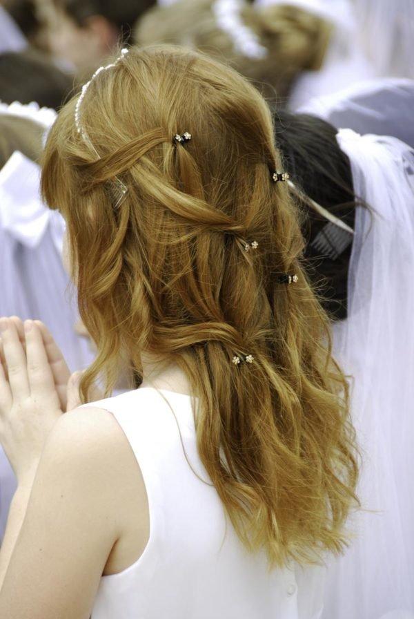 peinados-comunion-con-trenza-y-pelo-suelto