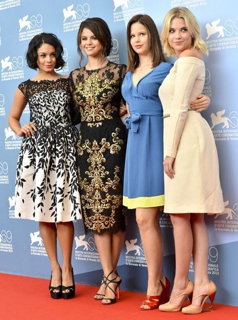 Selena Gomez look y Vanessa Hudgens glamurosas en Venecia