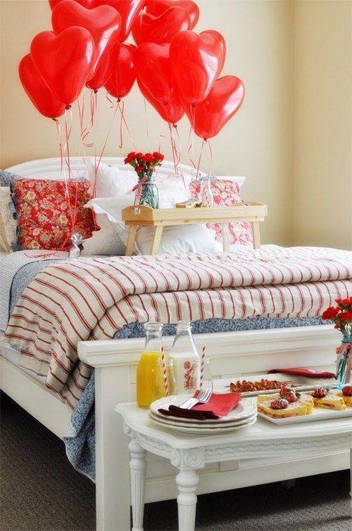 decoracion-san-valentin-para-el-dormitorio-desayuno-y-globos