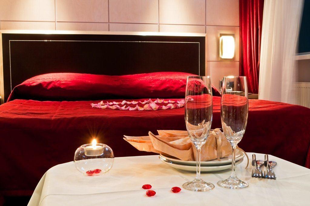 decoracion-san-valentin-para-el-dormitorio-petalos-rosas