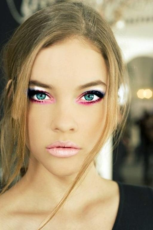 maquillaje-san-valentin-delineado-gatuno-sombras