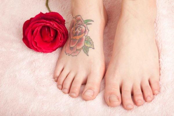 Tatuajes en el pie flor