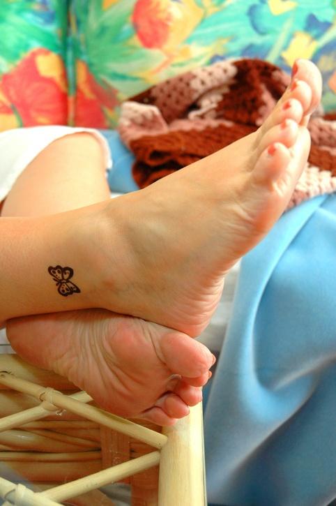 Tatuajes en el pie mariposa tobillo