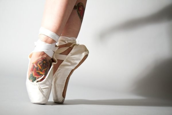 Tatuajes en el pie rosa