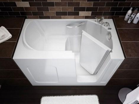 baños-pequeños-con-bañera-con-puerta
