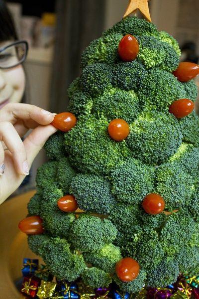 arbol-de-navidad-reciclado-hecho-con-broccoli