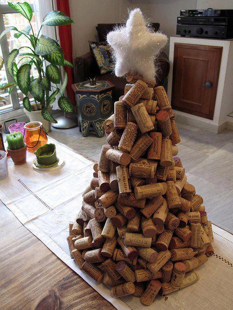 arbol-de-navidad-reciclado-hecho-con-corcho-de-botella