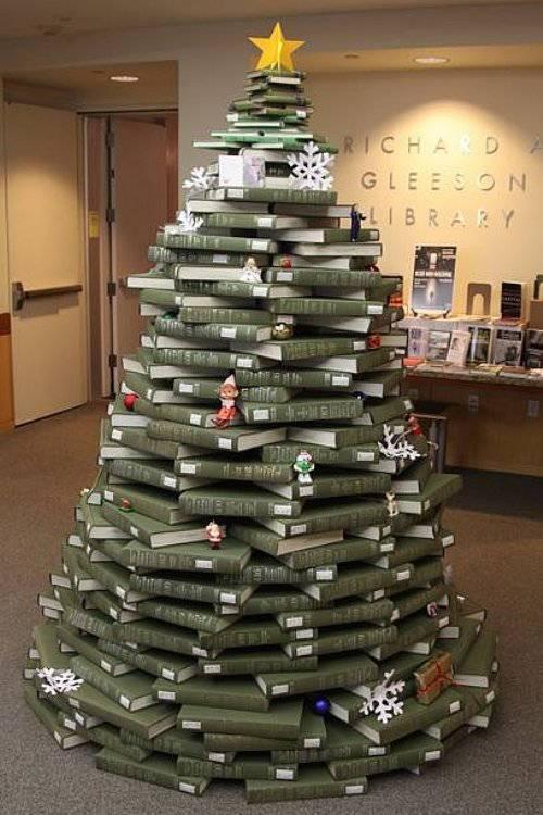 arbol-de-navidad-reciclado-hecho-con-libros