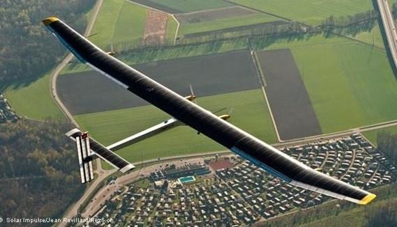 avión con energía solar