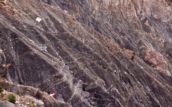 las-10-imagenes-mas-aterradoras-de-la-tragedia-del-germanwings-escombros