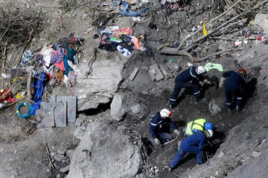 las-10-imagenes-mas-aterradoras-de-la-tragedia-del-germanwings-ropa-de-los-pasajeros