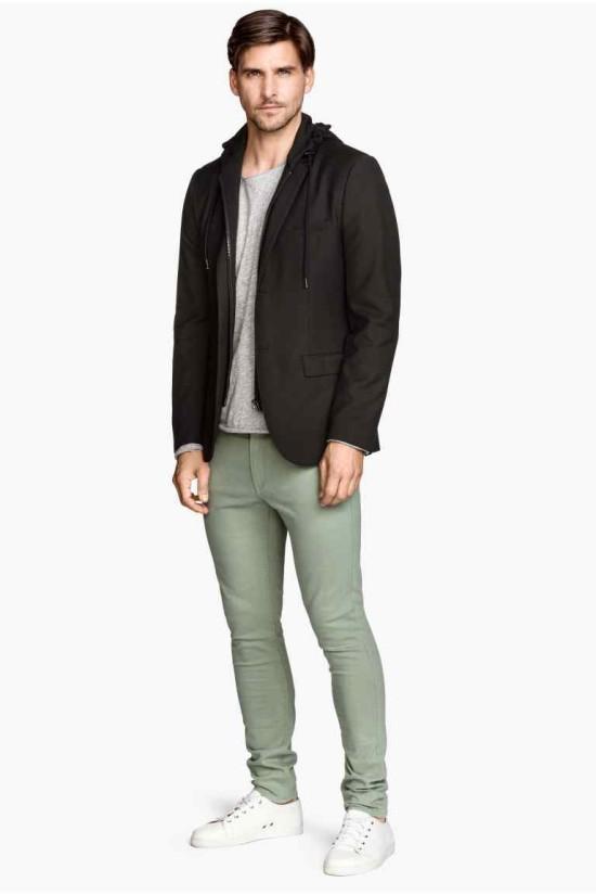 pantalon-pitillo-con-zapatillas-de-H&M
