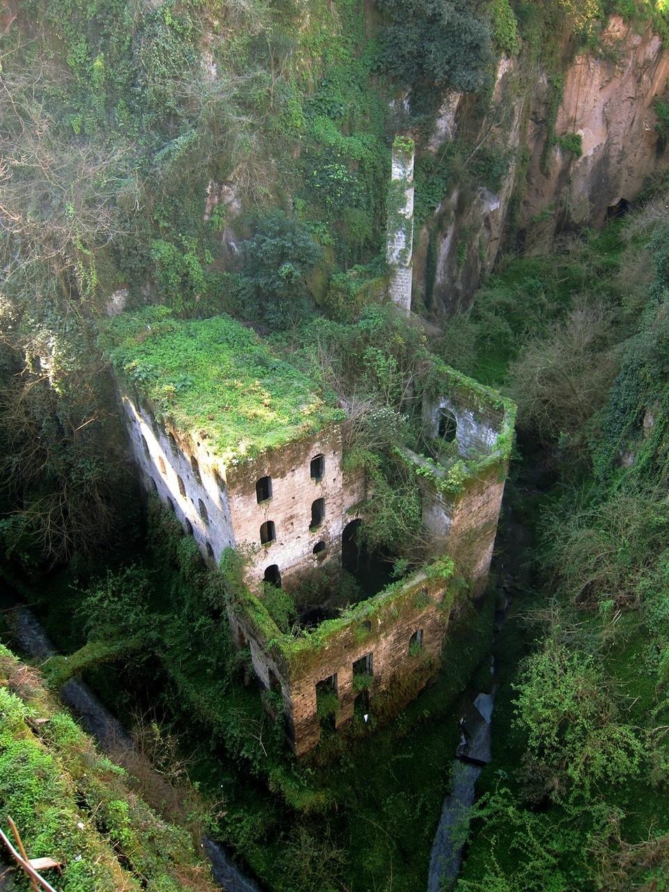 lugares abandonados Molino abandonado en Sorrento, Italia