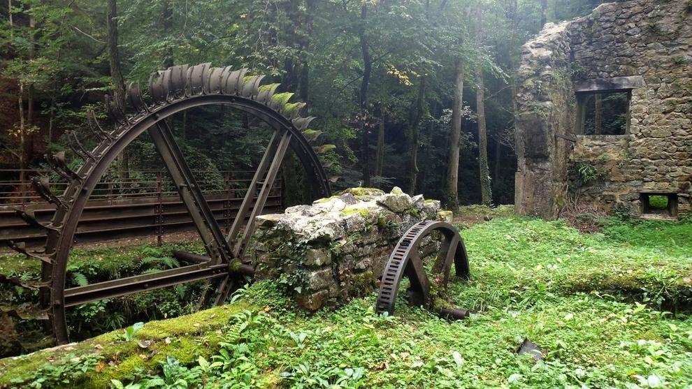 lugares abandonados Molino de acero abandonado, Francia
