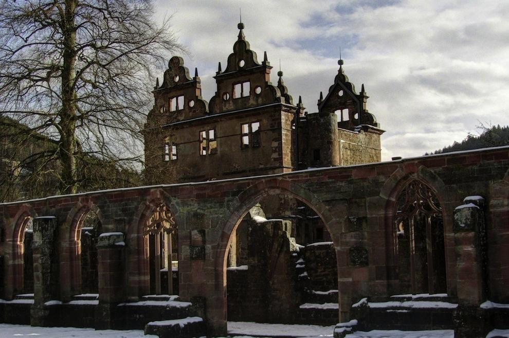 lugares abandonados Monasterio del siglo XV en el Bosque Negro