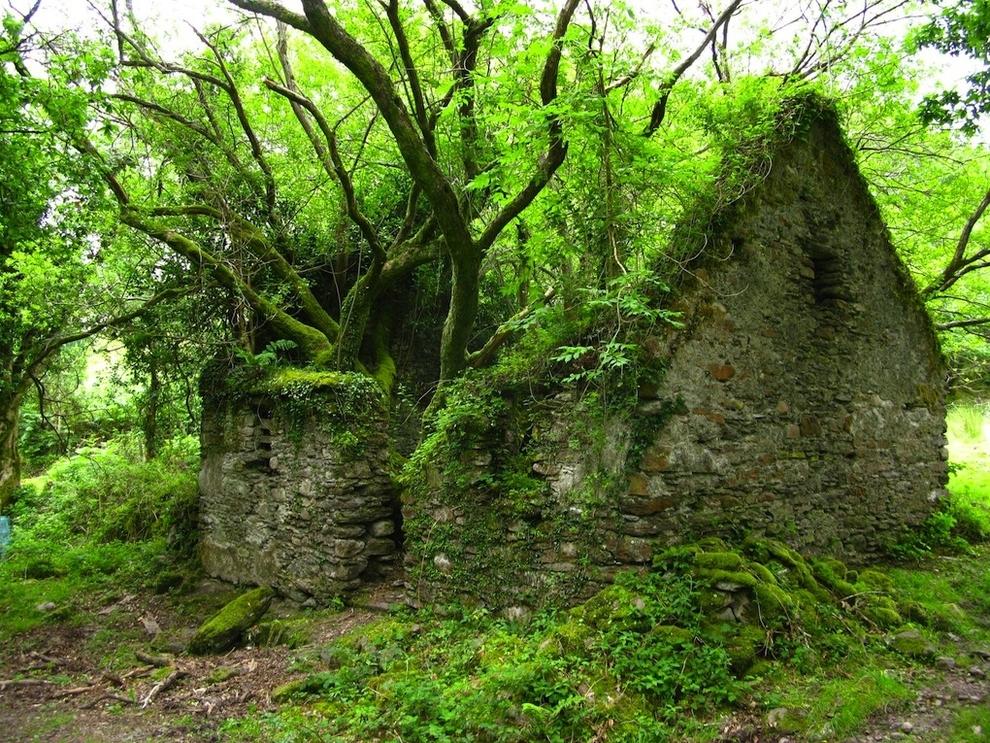 lugares hermosos abandonados vereda de Kerry Way entre Sneem y Kenmare en Irlanda