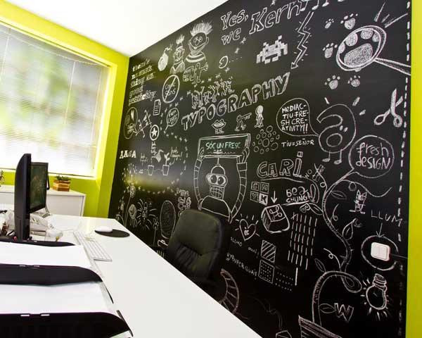 Oficina pizarra y color