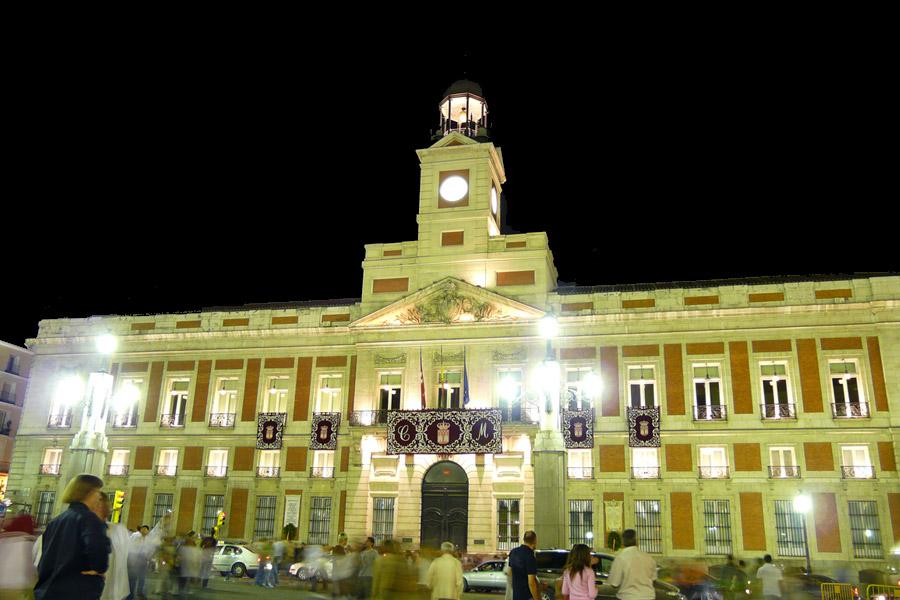 10 lugares que todo turista debe visitar en madrid for Que es la puerta del sol en madrid