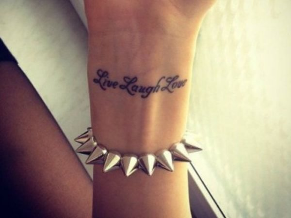 tatuajes-frases-cortas-inglés-muñeca