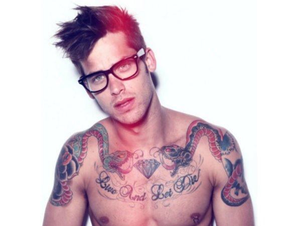 tatuajes-hombres-sexys-gafas