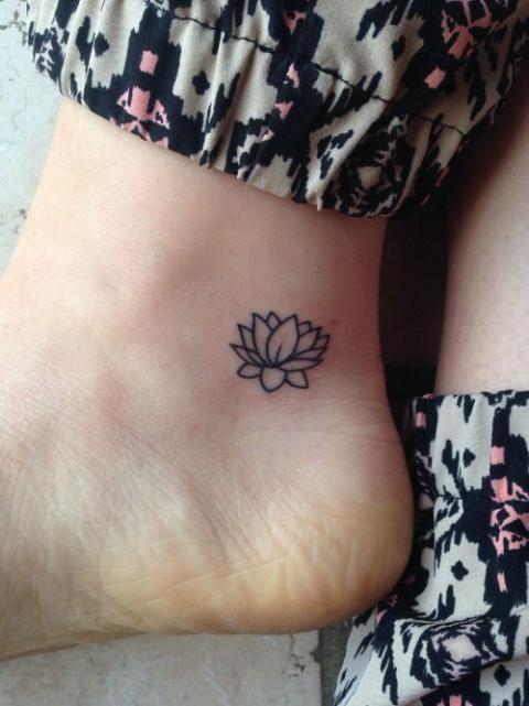 tatuaje-flor-loto-pequeño