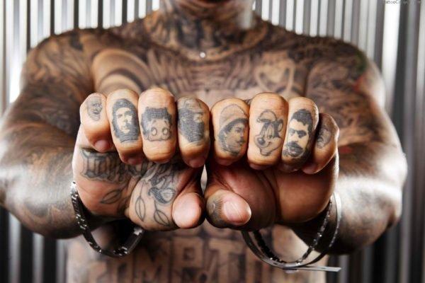 los-tatuajes-en-los-dedos-para-hombres-personajes