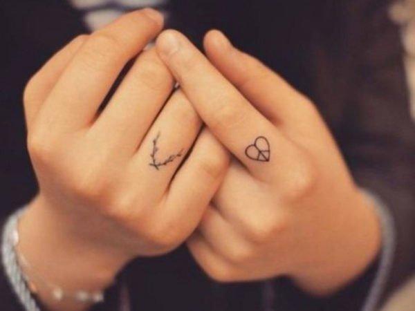 tatuajes-en-los-dedos-corazon