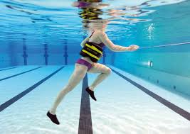 ejercicios-adelgazar-piernas-correr-bajo-el-agua