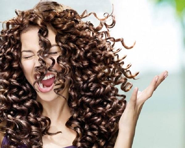 el pelo rizado se moldea casi solo o bien siempre podremos probar de arreglarlo con las manos despus de cada lavado o cada maana al levantarnos