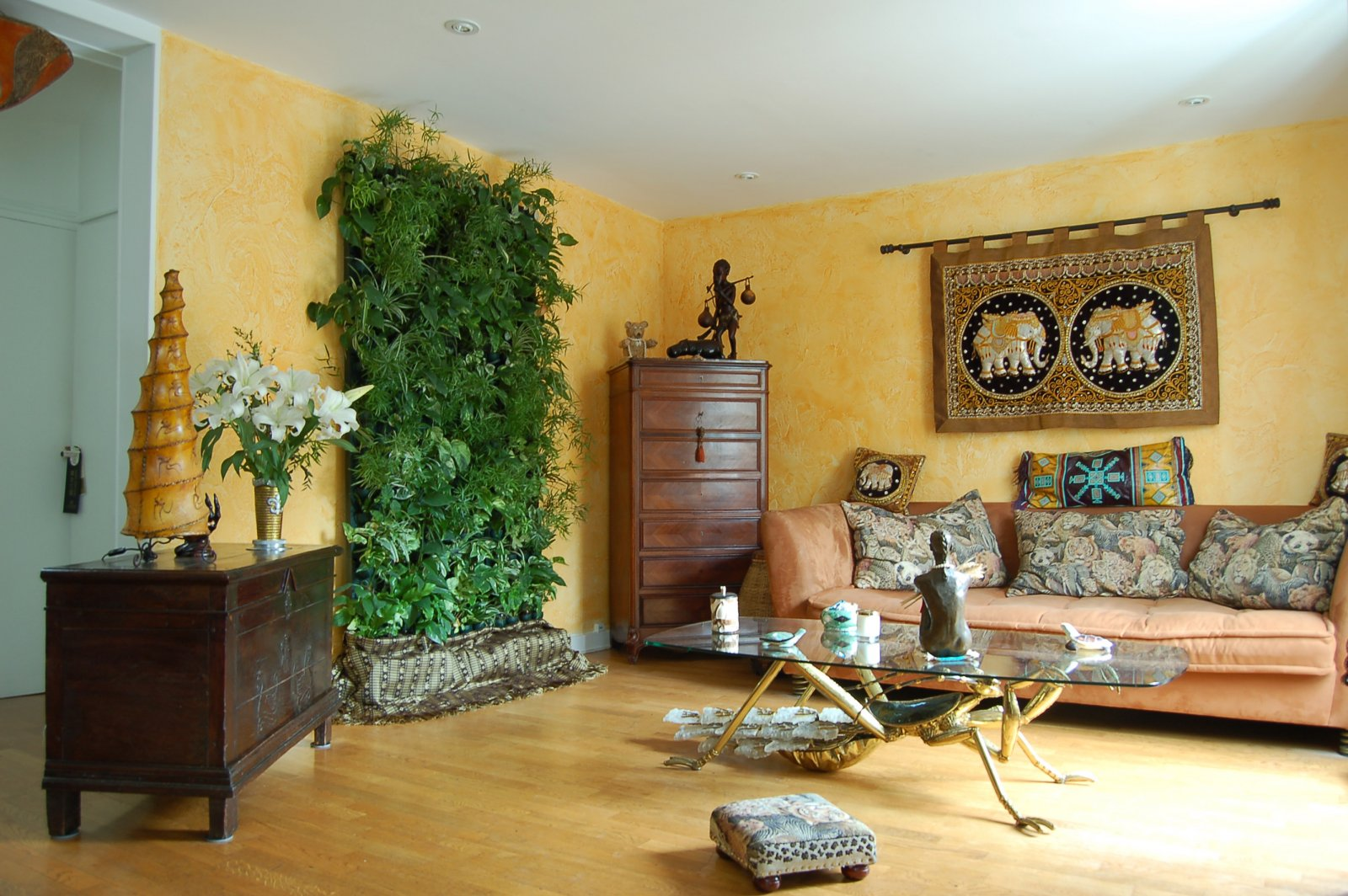12 bonitas formas de tener plantas de interior for Decoracion de casas con plantas de interior