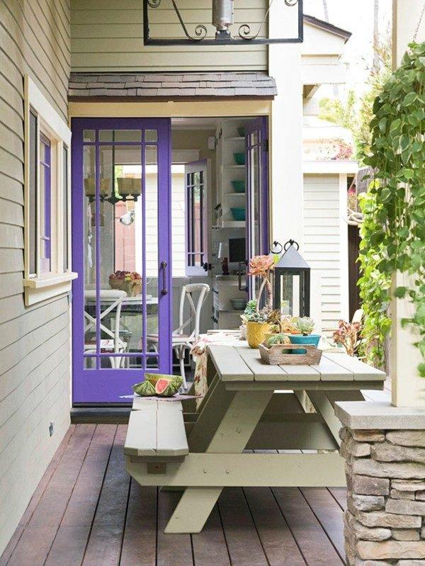 colores-terrazas-con-estilo-2016-puerta-lila-terraza-pequeña